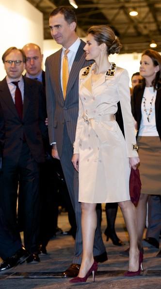 Queen+Letizia+Spain+Outerwear+Trenchcoat+ByHSGVrpzYkl